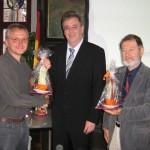 Cornelius Gutenbrunner (Vorstand des Marburger Weltladens), Egon Vaupel (Oberbürgermeister der Stadt Marburg), Bodo Lindenlaub (Bürgerbeauftragter der Stadt Eisenach)