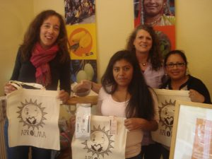 Elena Scholl, Gladix Hernandez, Andrea Fütterer (GEPA) und Dilcia Vasquez (v. links) im Weltladen Lüttringhausen